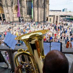 Größtes Foto-Mosaik gegen Antisemitismus in Köln eröffnet